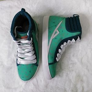 Poppy Green Print Sneakers with Knit Trim 9 NWOB
